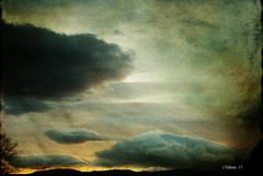Detrás del horizonte  ....   Behind the horizon ...... (tan.solo_milenia .) Tags: shining photoart ourtime artdigital memoriesbook creattività beyondclick saariysqualitypictures