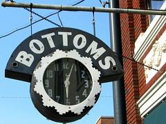 Bottoms Neon Clock Sign - Bardsville, KY (SeeMidTN.com (aka Brent)) Tags: clock sign neon kentucky ky us31 nelsoncounty us31e bardsville bmok bmok2 bmokneon