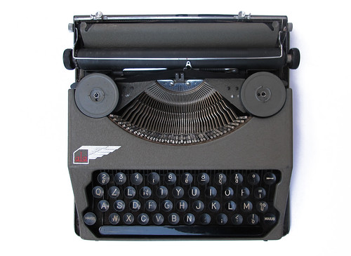 Ala portable typewriter (3)