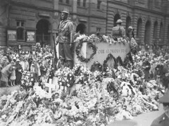 Wreaths on the Cenotaph, Martin Place, Sydney, Anzac Day, 25 April 1930 / photographer Sam Hood