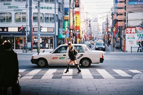 minolta xd autorokkor 58mm f14 fuji natura 1600 japan nagasaki 日本 長崎 hamanomachi 浜の町 thigh high boots woman street sunset taxi zebra crossing