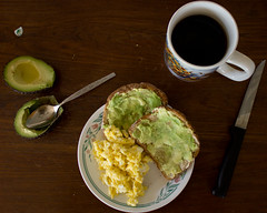 petit-déjeuner (porschelinn) Tags: food black coffee breakfast canon avocado toast knife spoon mug eggs scrambled 550d t2i
