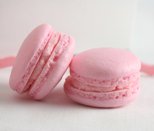 strawberry-macarons-2