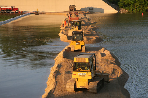 Volunteers assist USACE in Wappapello Lake flood fight