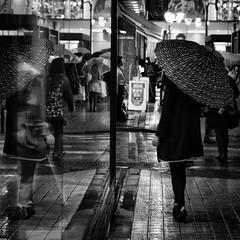 i look good (sinkdd) Tags: girls bw reflection window girl rain umbrella tokyo blackwhite nikon shinjuku display micro 東京 shopwindow 60mm nikkor 新宿 showwindow streetsnap f28g d7000 shutterlove nikond7000 sinkdd