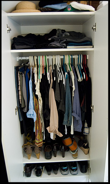 overcrowded-clothes-closet