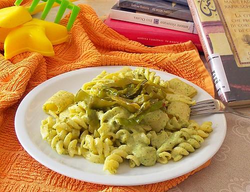pasta mista alla crema di zucchine e menta con friggitelli piccantissimi