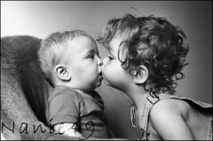 Petit bisou. (nanie49) Tags: portrait france childhood kid nikon kiss child retrato f100 nia bisou enfant infancia beso kindheit bambino enfance  infanzia flickraward