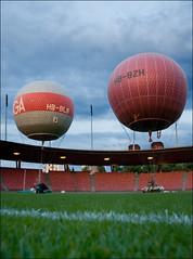 Sacred turf (victor*f) Tags: start balloons meetup stadium ballon zurich gas hydrogen letzigrund zfd züriflickrdrinks wasserstoff hbbzh hbblb ballongruppe