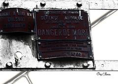 danger de mort - danger of death (serial n N6MAA10816) Tags: desaturation red rouge blanc white