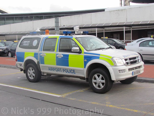 blue dublin irish lights airport 4x4 police emergency sirens isuzu dmax