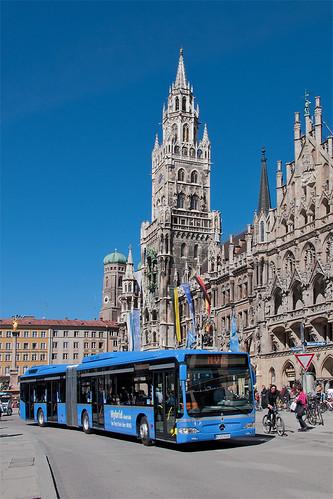 Am Marienplatz vor der Kulisse des Neuen Rathauses