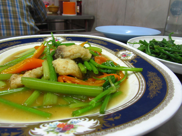 Stir fried fish with celery leaves (pad pla keun chai ผัดปลาคึ่นฉ่าย)