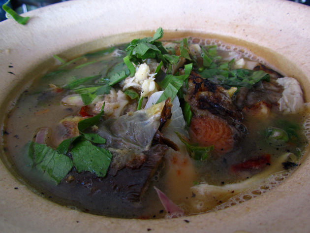 Spicy and sour catfish soup (tom klong pla duk ต้มโคล้งปลาดุก)