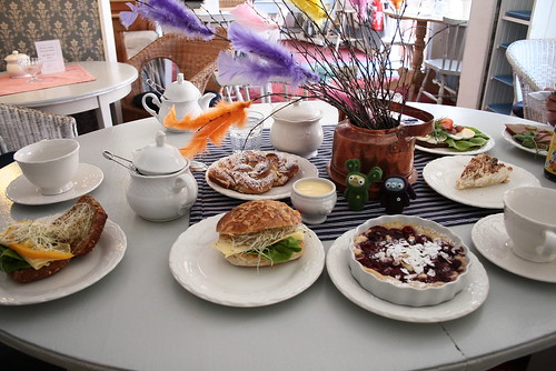 april 23, 2011 - breakfast at aunty violet