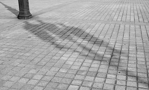 paris street lamp shadow