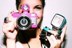 Sonría! (María Granados) Tags: fashion lomo lomography fisheye rings anillo speedlite580exii dianamini