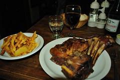 Cena en la patagonia (juannypg) Tags: patagonia santacruz argentina sur pan soda cena vino papasfritas austral elchaltn corderopatagonico