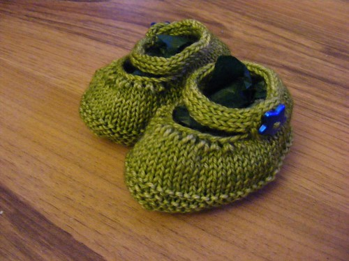 Green tiny shoes pic 2