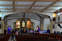 Holy Thursday activities (Herbert Flor) Tags: church nikon interior prayer praying cleaning practice nikkor orton holythursday legaspicity straphaelchurch