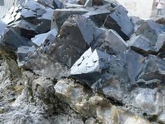 Goupe de cristaux de Quartz noir. (geofana) Tags: paris museum giant mineral huge quartz cristal