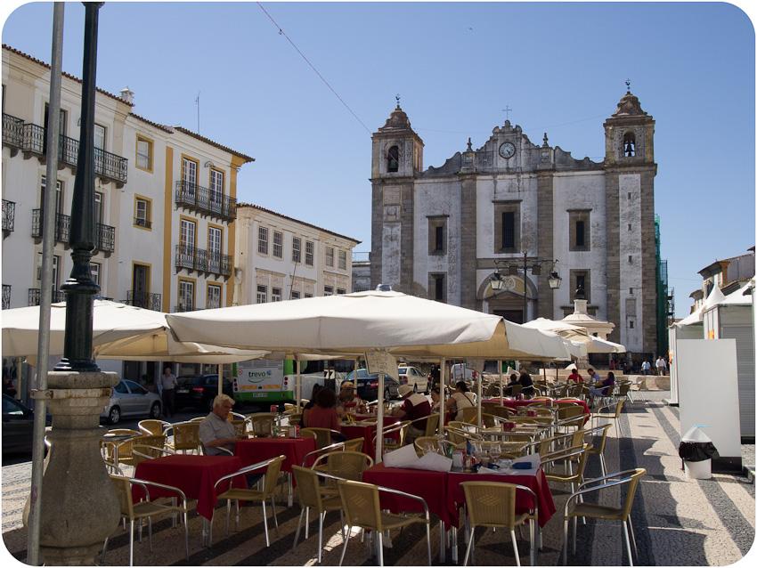 Évora - Praça do Giraldo et église de Santa Antao