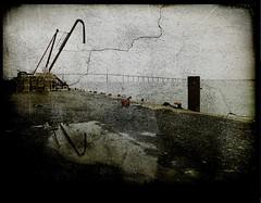 estuaire (laboratoire de l'hydre) Tags: city nature saint silhouette metal port photo rue enfant loire ville grue wenders vieux cabane fantome urbain sauvage labyrinthe nazaire errance estuaire digitalcameraclub depardon taule silhouettephotography infinitexposure