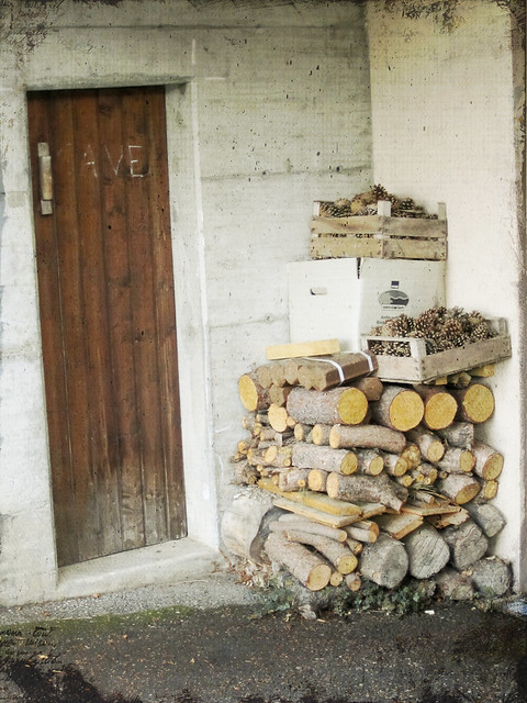 Woodpile (grunged)