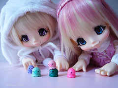 Kikipop playing with tiny octopus ! <3 (Rukiya Shalidora) Tags: kikipop azone kinoko juice clay octopus takochu