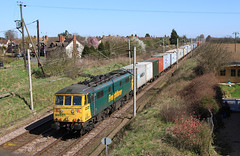 Photo of 86 501 takes a well loaded 4M81 past Feering