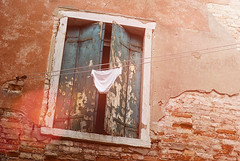 Giorno Di Bucato (mbromberger) Tags: venice italy sun window wall italia underwear decay dry wash briefs laundry blinds clothesline venezia underpants hung sunflare washingline pentaxk10d asahisupertakumar55mmf18