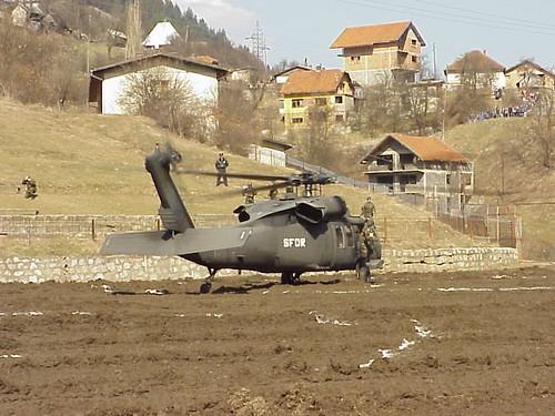 Blackhawk landing in mineproofed HLZ