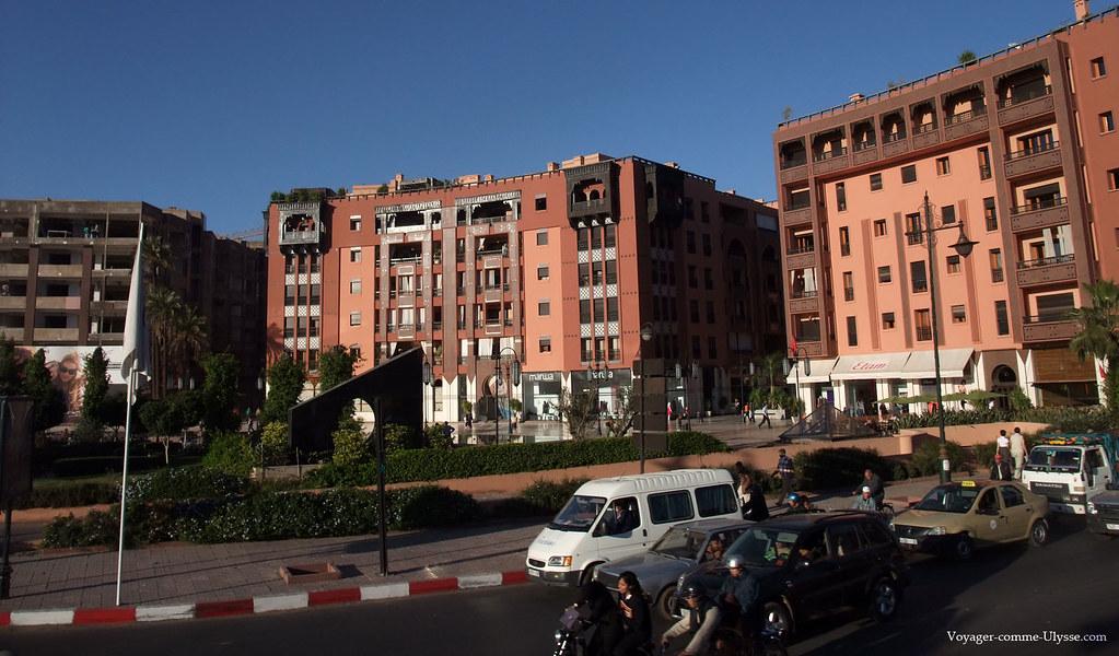 Immeubles modernes, respectueux de l'architecture locale