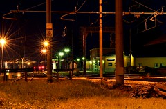 Pozzolo Formigaro (ab360gradi) Tags: city station yellow metal night train photography noche photo iron europe foto nocturnal image steel south platform eisenbahn struktur structure giallo semaforo form metall stazione treno vallescrivia gebude brouillard notte ville photographing railroads forme citt forma notturno acciaio ferro fotografa binari fuksas fotographie formen marciapiede ferrovie binario fotografando wherever banchina struttura pensilina pozzoloformigaro bellitalia novese mygearandme elektrozug ab360gradi annibalebarone musictomyeyeslevel1 terrenovesi nachtphotography