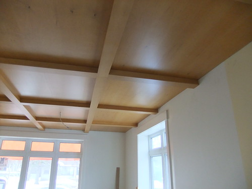Plywood ceiling by HandsLive