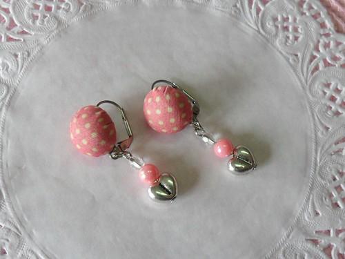 Brinco rosa e branco botão forrado dots by Fuxiquices-da-isa
