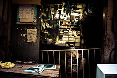 El antro (rackyross) Tags: city cidade brazil brasil riodejaneiro contrast dark shadows ciudad ombre negozio contraste shops stores sombras brasile ville decayed negocios tiendas citt workshops contrasto  talleres  officine
