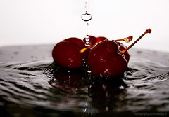 | Cherries (Rehab Saleh || ) Tags: water canon drops cherries 400 mm 1855 rehab          canoneosd400