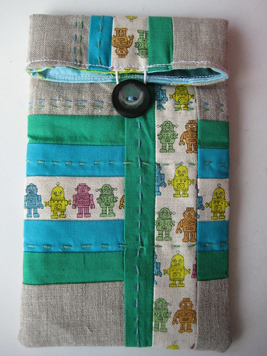 Robot pouch by Suzettra