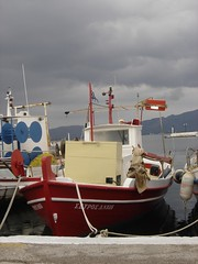 TRAVELLING TO THE RED DREAMS (dimitra_milaiou) Tags: red port boats rouge grey europe sony hellas greece peloponissos dimitra elafonisos dscp93a     milaiou