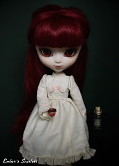 Scarlett (pullip Lunatic Queen) (pure_embers) Tags: uk red scarlett dark hair eyes doll dolls dress gothic cream queen cupcake weapon pullip poison lunatic arsenic lunaticqueen