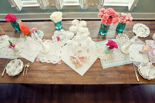 to Such runner  a fabulous this decorate idea. the  homemade and way easy table table ideas
