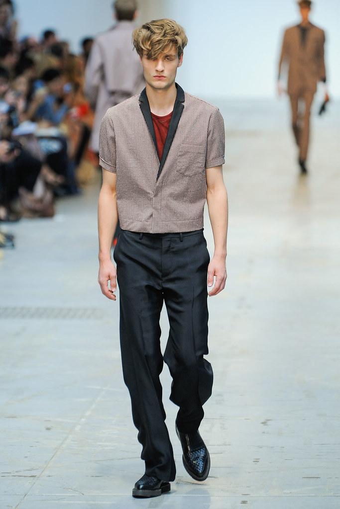 SS12 Milan Costume National Homme003_Oskar Tranum(VOGUEcom)