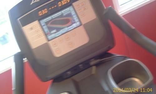 Haciendo un poco deporte en una bici.... by LaVisitaComunicacion