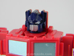 Transformers Optimus Prime Reveal the Shield Legends - modo robot