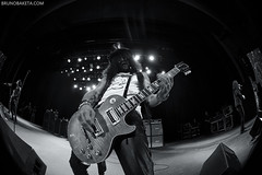 Slash (baketa) Tags: slash roses beer hat rio rock riodejaneiro les night canon hair paul lights glasses big punk rj guitar hard sigma cigar fisheye brent myles bobby glam guns todd mendes bruno axl godfather kennedy duff kerns fit vivo samambaia myleskennedy schneck poderoso 2011 chefo baketa vivorio t2i toddkerns brunomendes bobbyschneck brunobaketacom brunobaketa