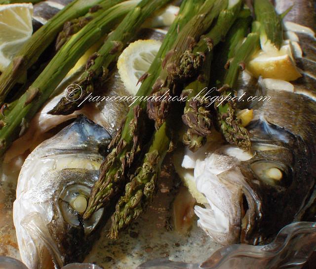 branzini aromatici con asparagi