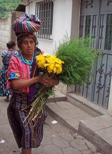 Don't forget the flowers - No se olvide las flores; Zunil, Quetzaltenango, Guatemala