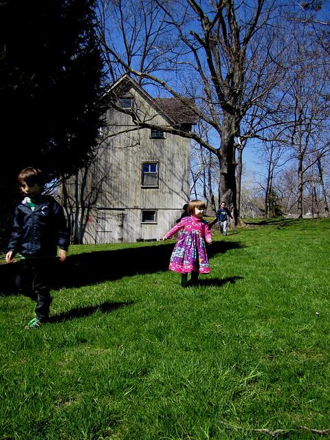 kids + barn