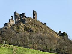 Ruines du château d'Artias - Haute Loire (Vaxjo) Tags: france castle ruins château castillo auvergne 43 castelli ruines hauteloire livradoisforez artias